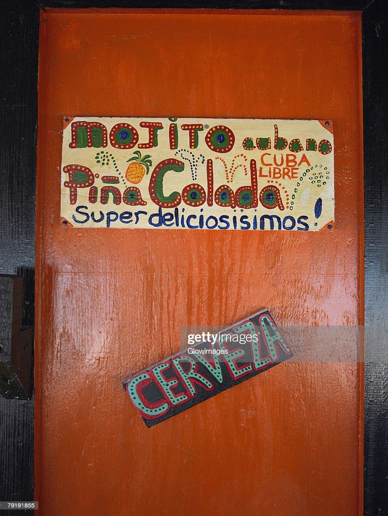 Information sign on the door of a restaurant, Providencia, Providencia y Santa Catalina, San Andres y Providencia Department, Colombia : Foto de stock
