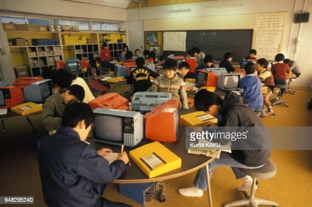 L'informatique dans une salle de classe en decembre 1984 a Tsukuba Japon