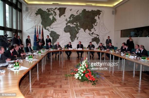 Informelles Treffen europäischer Aussenminister und Verteidigungsminister zum Meinungsaustausch unter Vorsitz von Bundesaussenminister Joschka...