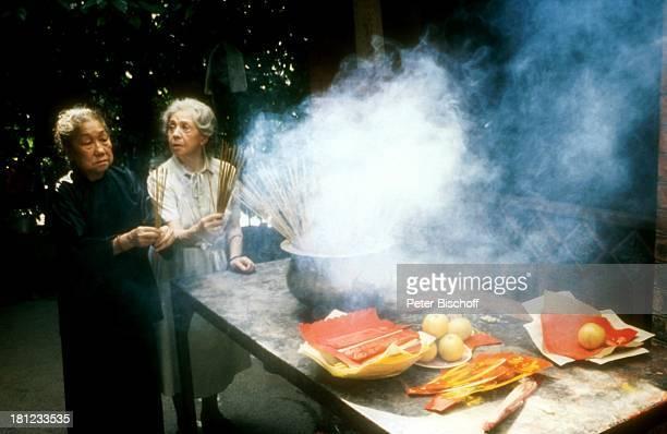 Inge Meysel Maria Chan Lip Pin ZDFMehrteiler Grenzenloses Himmelblau Folge Hongkong Hongkong/Asien Restaurant GarKüche Speisen kochen zubereiten...