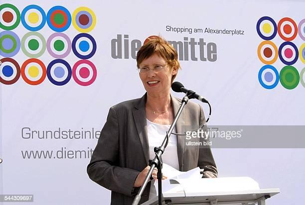 Ingeborg Junge-Reyer, Senatorin fuer Stadtentwicklung Berlin, SPD, D - bei der Grundsteinlegung fuer dasGeschaeftshaus DIE MITTE am Alexanderplatz