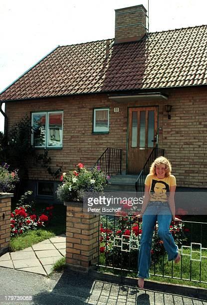 Inger Nilsson Bekannt durch KinderSerie 'Pippi Langstrumpf Elternhaus Ostgötland Kisa Schweden Haus VorGarten Zaun Schauspielerin