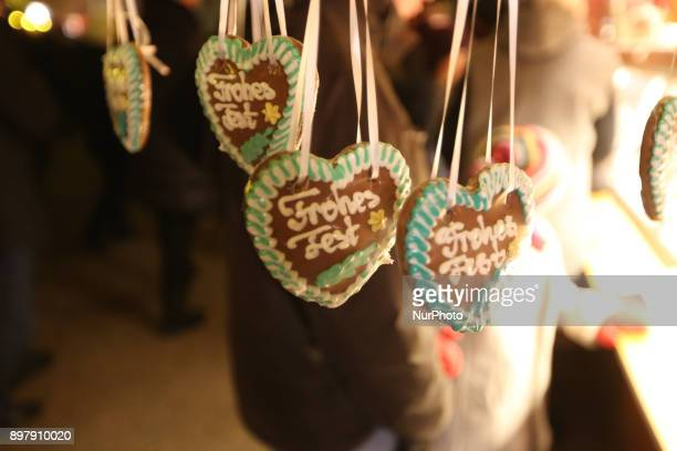 ingerbreadhearts with quotFrohes Festquot quotMerry Christmasquot written on it Last Day of the Christmas Market at quotChinesischer Turmquot in...