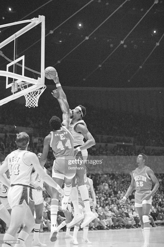 Wilt Chamberlain Dunking Basketball : News Photo