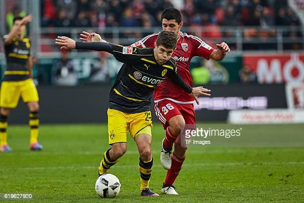 Ingolstadt Deutschland 1 Bundesliga 8 Spieltag FC Ingolstadt 04 BV Borussia Dortmund Zweikampf zwischen Christian Pulisic und Almog Cohen vl