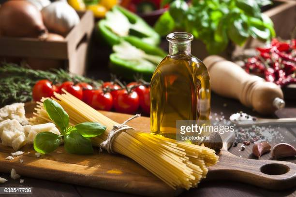 ingredient for cooking italian spaguetti - mediterrane kultur stock-fotos und bilder