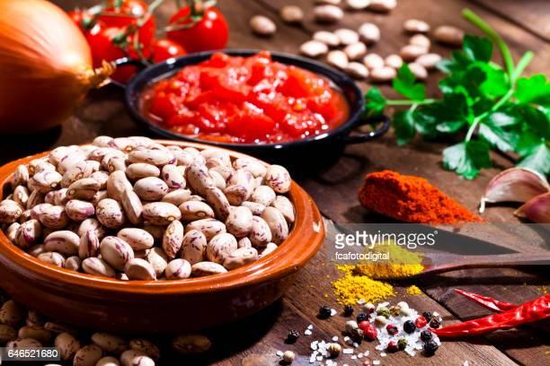 ingredientes para cozinhar mexicano estilo feijão pinto - pinto bean - fotografias e filmes do acervo