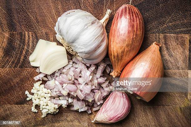 ingredients for making green curry paste - onion, garlic - garlic stock pictures, royalty-free photos & images