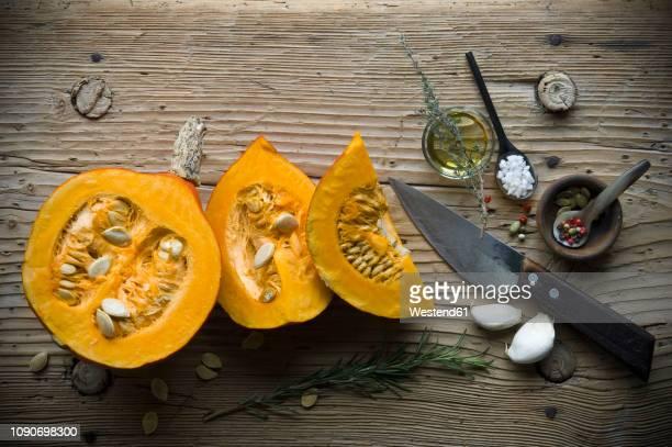 ingredients for preparing hokkaido-soup - gartenkürbis stock-fotos und bilder