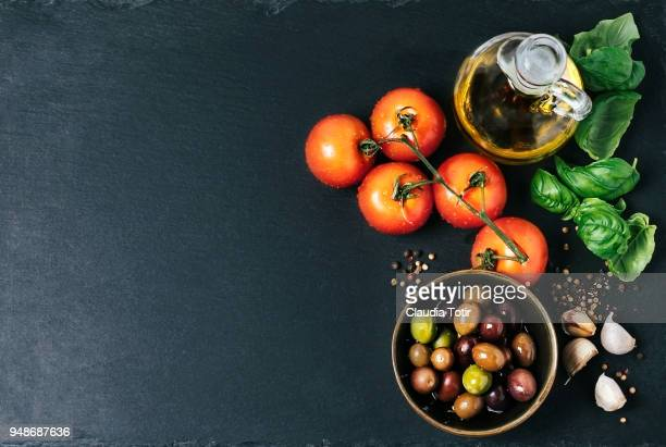 ingredients (tomatoes, garlic, basil, olive oil, and spices) - garlic clove imagens e fotografias de stock