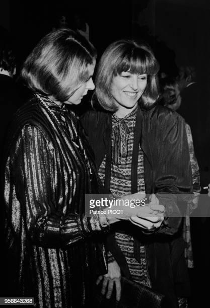 Ingrid Bergman et Nicole Courcel lors d'une soirée à Paris en décembre 1976 France