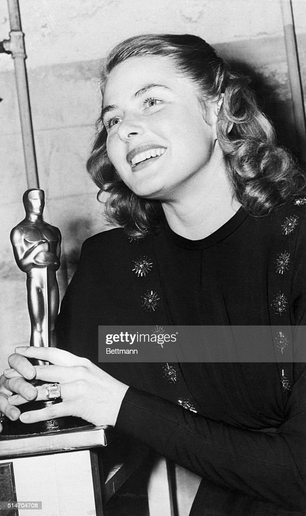 Ingrid Bergman in 1945 with the Oscar she received for her performance in Gaslight, in which she costarred with Charles Boyer.
