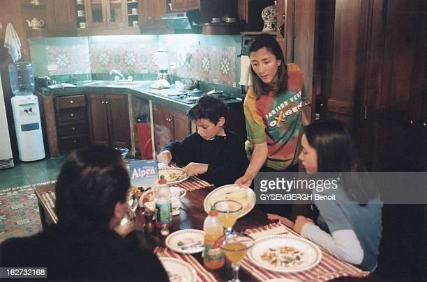 Ingrid Betancourt Founder Of Independent Movement Oxigeno Ingrid BETANCOURT sénateur et fondatrice du mouvement indépendant Oxigeno vêtue du teeshirt...