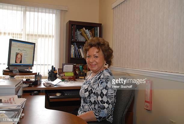Ingrid KreuderCoryell Homestory Harrison Township Michigan USA/Amerika Büro Arbeitszimmer Schreibtisch Bürotisch Unterlagen Drucker PC Computer...