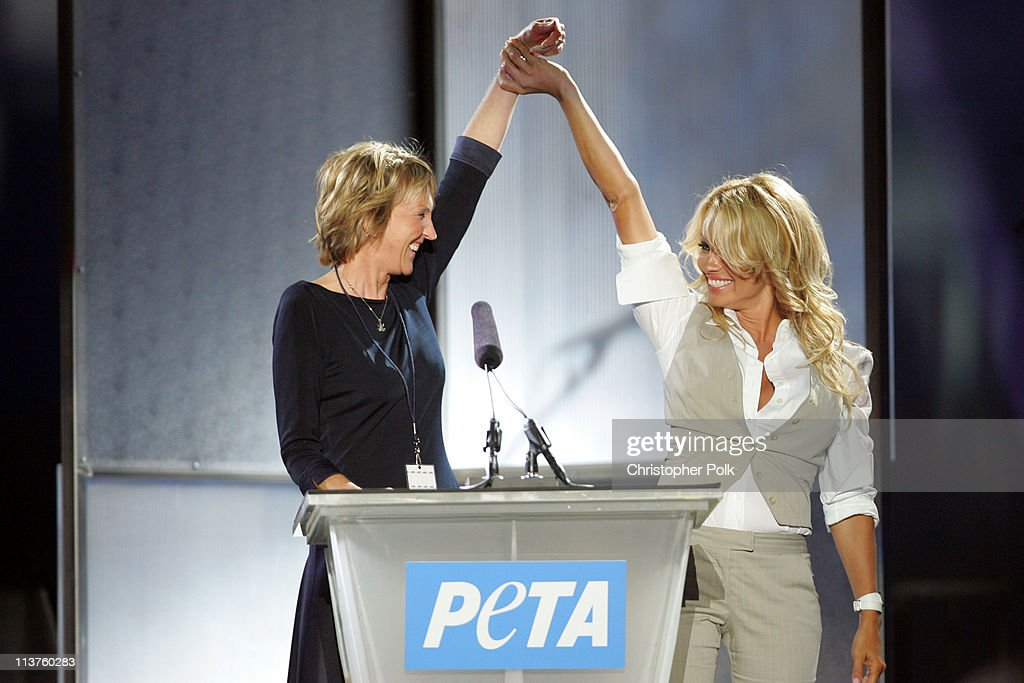 25th Anniversary Gala for PETA and Humanitarian Awards - Show & Presentation : News Photo