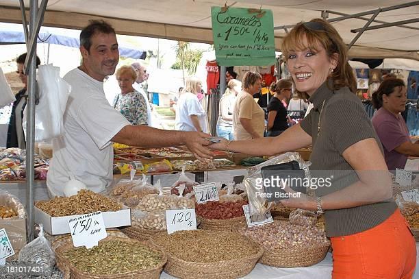 Ingrid Peters, Mallorca/Spanien/Europa, , Alcudia, Markt, Insel, Mittelmeer, Sängerin, Urlaub, Sonnenbrille, Messer, Stand, Verkäufer, Händler,...