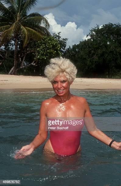 'Ingrid Steeger am Rande der Dreharbeiten zum ZDFSpecial ''Sonne Meer und 1000 Palmen'' am im ''Casa de Campo'' La Romana Dominikanische Republik '
