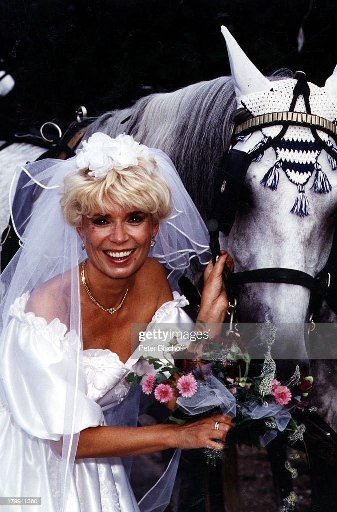 Ingrid Steeger, Hochzeit, Braut, Kutsche,;Pferd, Tier, Blumen, H ...