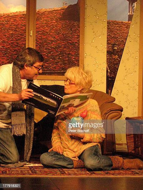 Ingrid Steeger Michael Oenicke Premiere Theaterstück 'Jackpot' 'Theaterschiff' Bremen Deutschland Europa Auftritt Bühne Schauspielerin