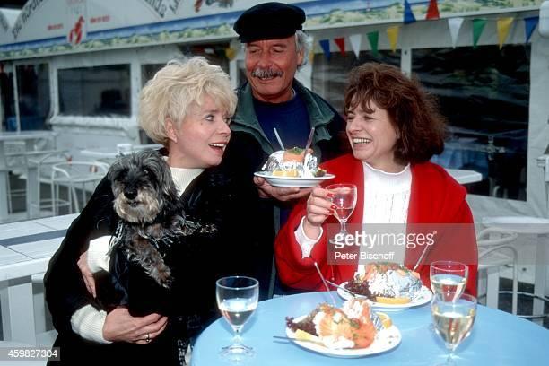 Ingrid Steeger mit Bruder Udo Stengert und Schwester Jutta Heda Familientreffen am auf Sylt Deutschland