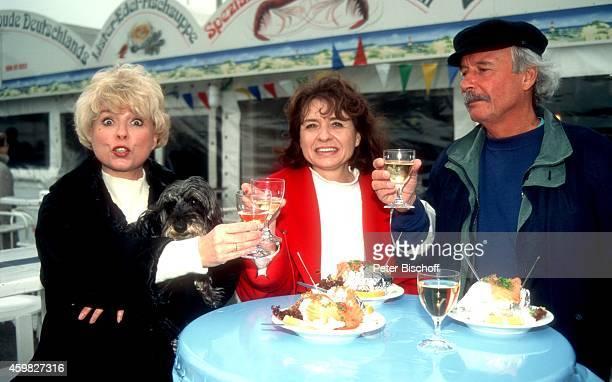 Ingrid Steeger mit Schwester Jutta Heda und Bruder Udo Stengert Familientreffen am auf Sylt Deutschland