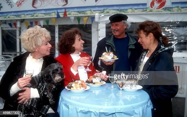 Ingrid Steeger mit Schwester Jutta Heda und Bruder Udo Stengert und Ehefrau Gudrun Stengert Familientreffen am auf Sylt Deutschland