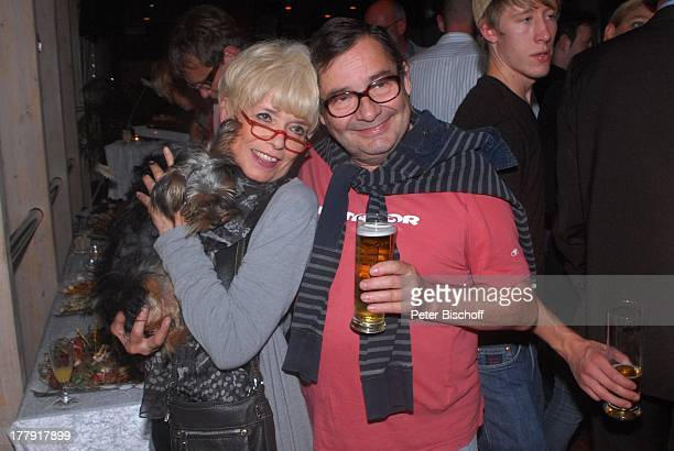 Ingrid Steeger mit YorkshireTerrier 'Eliza' Michael Oenicke Premiere Theaterstück 'Jackpot' 'Theaterschiff' Bremen Deutschland Europa Feier...
