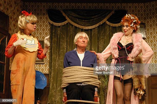 """Ingrid Steeger, Peer Augustinski, Elisabeth Volkmann, , Theaterstück: """"Die Klimbim-Familie lebt"""", München, Theater """"Kleine Komödie am Max II"""", ,..."""