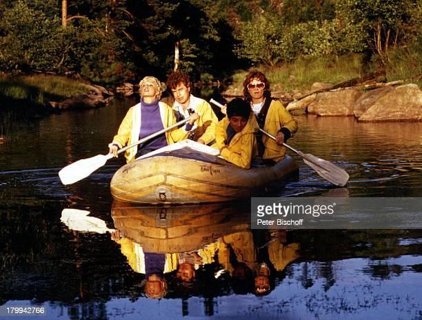 Ingrid Steeger Schwester Jutta HedaSchwager Peter Norwegen UrlaubFlussfahrt Bootstour Bootsfahrt BootRuderboot Regenjacke