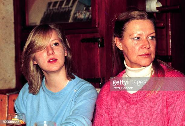 Ingrid van Bergen und Tochter Carolin neben den Theaterproben 40 Karat Rheinfelden bei Basel Schweiz Kind Schauspielerin Promi RC/JB Foto P...