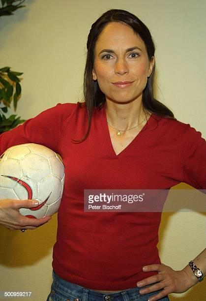 """Ingrid-Marie Einfeldt, SAT1-Sendung """"Markus M. Profitlich will Fußball gucken"""", , Komödiantin, Fußball Promi, P.-Nr.: 464/2004, NT; Foto:..."""