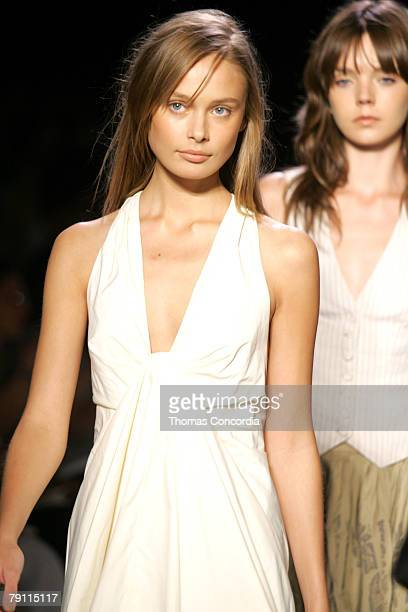 Inguna Butane and models wearing BCBG Max Azria Spring 2006