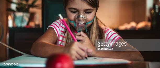 inhaler - bomba para asma imagens e fotografias de stock