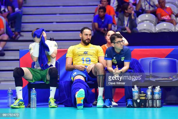Inhured Mauricio Borges Almeida Silva of Brasil during the Volleyball Nations League match between France and Brasil at Stade Pierre Mauroy on July 4...