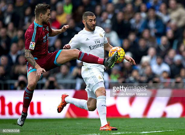 Inigo Martinez of Real Sociedad de Futbol blocks Karim Benzema of Real Madrid CF during the La Liga match between Real Madrid CF and Real Sociedad de...