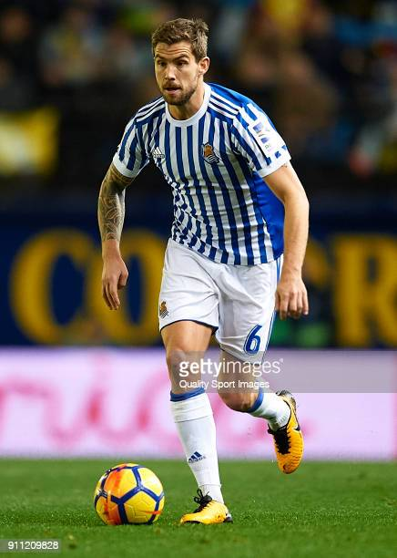 Inigo Martinez of Real Sociedad runs with the ball during the La Liga match between Villarreal and Real Sociedad at Estadio de La Ceramica on January...