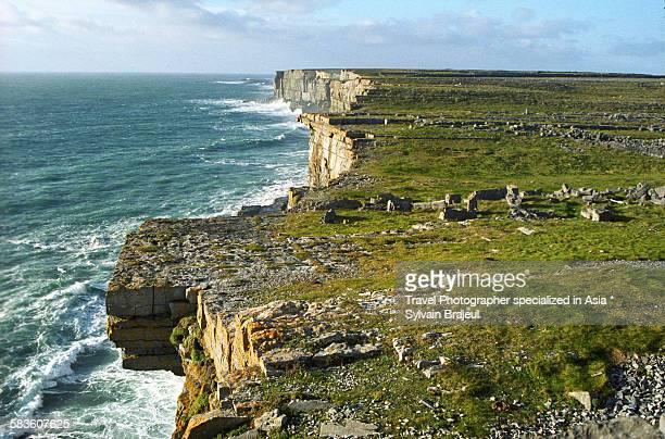 inishmore cliff - aran islands -  brajeul sylvain photos et images de collection