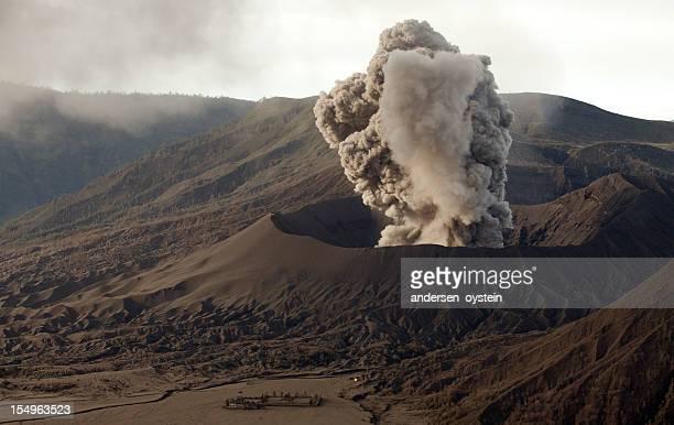 最初の火山噴火によって形作られています。