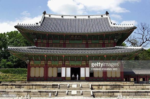Injeongjeon meaning the hall of the benevolent administration is the most majestic building of Changdeokgung Palace in Seoul 11 May 2001 The Throne...