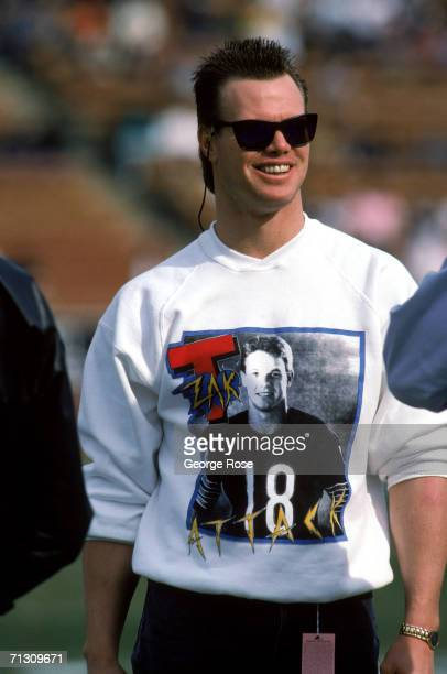 Injured quarterback Jim McMahon of the Chicago Bears shows his support for teammate quarterback Mike Tomczak as he wears a Mike Tomczak Tshirt during...