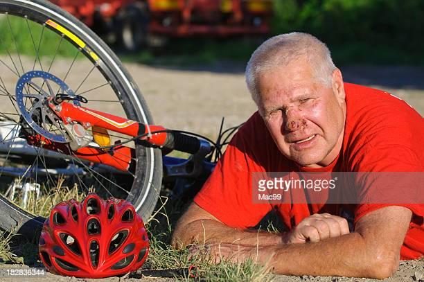 Verletzt nach einem Fahrrad-Unfall Senior