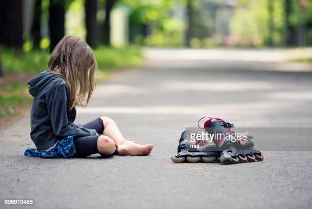 injured skater - down on one knee stock pictures, royalty-free photos & images