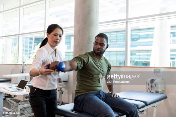 injured soldier in physical therapy - army physical exam stock pictures, royalty-free photos & images
