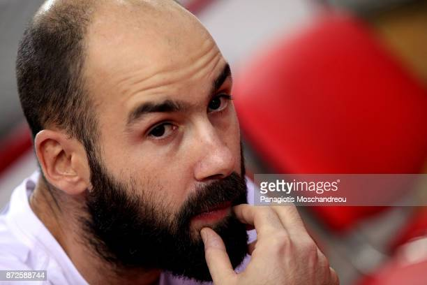 Injured Vassilis Spanoulis #7 of Olympiacos Piraeus sits on the bench of his team and react during the 2017/2018 Turkish Airlines EuroLeague Regular...