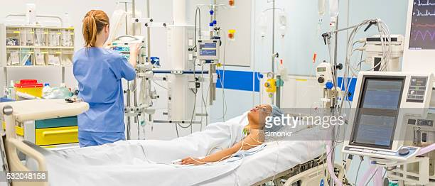 injured women in operating theatre - patient on ventilator stock pictures, royalty-free photos & images
