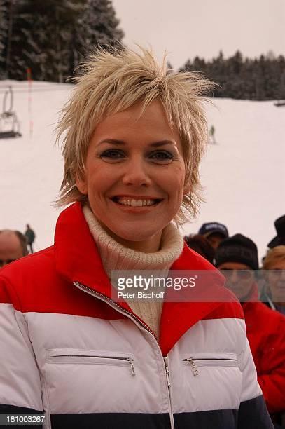 Hüttenzauber Seefeld/Tirol/ sterreich Moderatorin Auftritt Bühne Zuschauer Publikum Alpen Wintersportort Skigebiet Sportalm Portrait Promis...