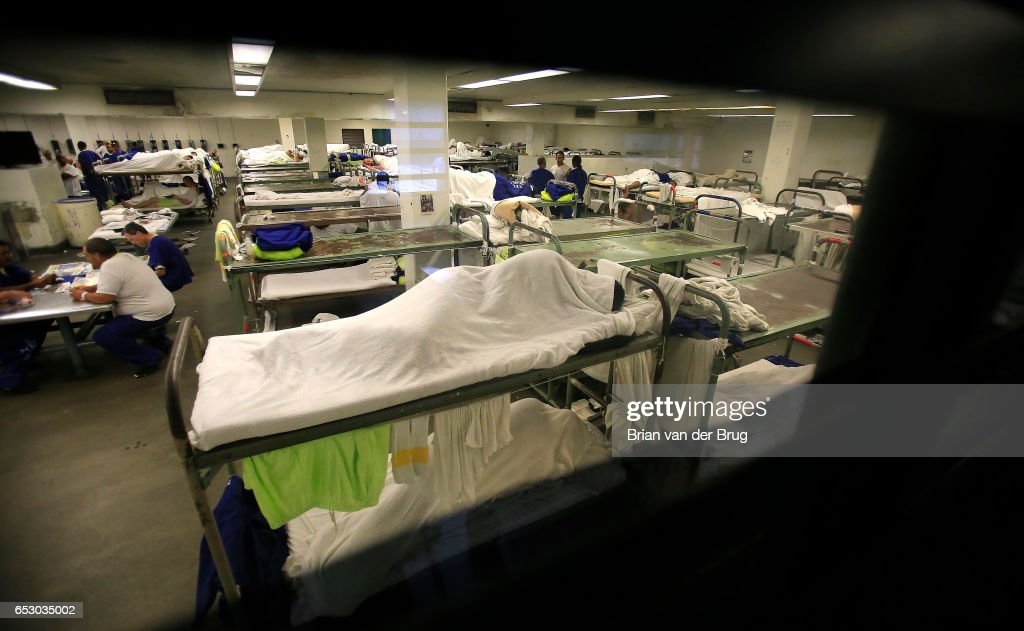 Inmates crowd a dorm room inside the Men's Central Jail August 8, 2014 in Los Angeles.
