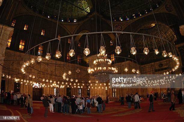 Innenansicht der Alabastermoschee von Mohammed Ali Hauptstadt Kairo Ägypten Afrika ProdNr 188/2006 Moschee Glaube Religion Besucher Touristen Lampen...
