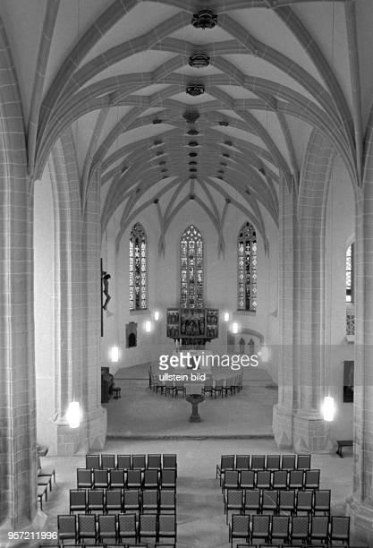 Innenansicht der PetriPauliKirche mit dem Taufbecken in Lutherstadt Eisleben aufgenommen im November 1981 Luther wurde am 11 November 1483 in der...