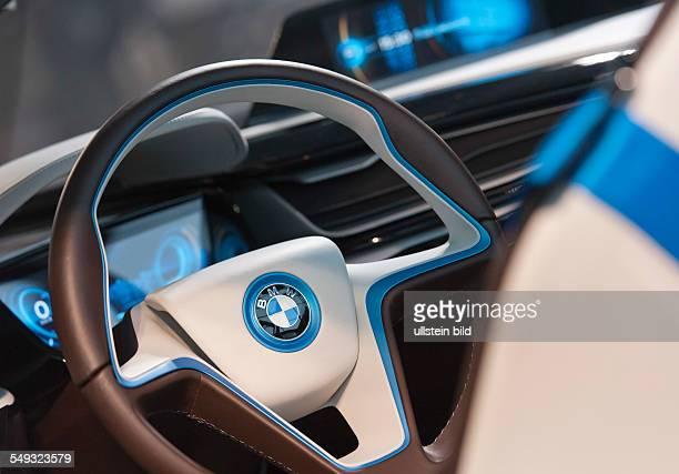 Innenansicht und Lenkrad des neuen Eletroautos BMW i8 waehrend der Bilanzpressekonferenz der BMW Group fuer das Geschäftsjahr 2011 in der BMW Welt